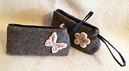 Косметичка из валянной шерсти на молнии с декором из флиса