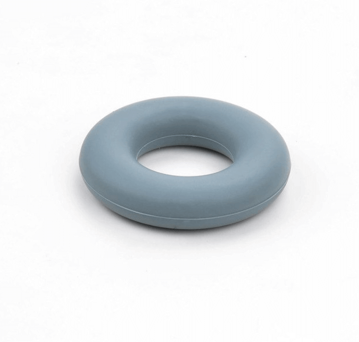 Колечко бублик (темно серое) 43мм, бусины из пищевого силикона