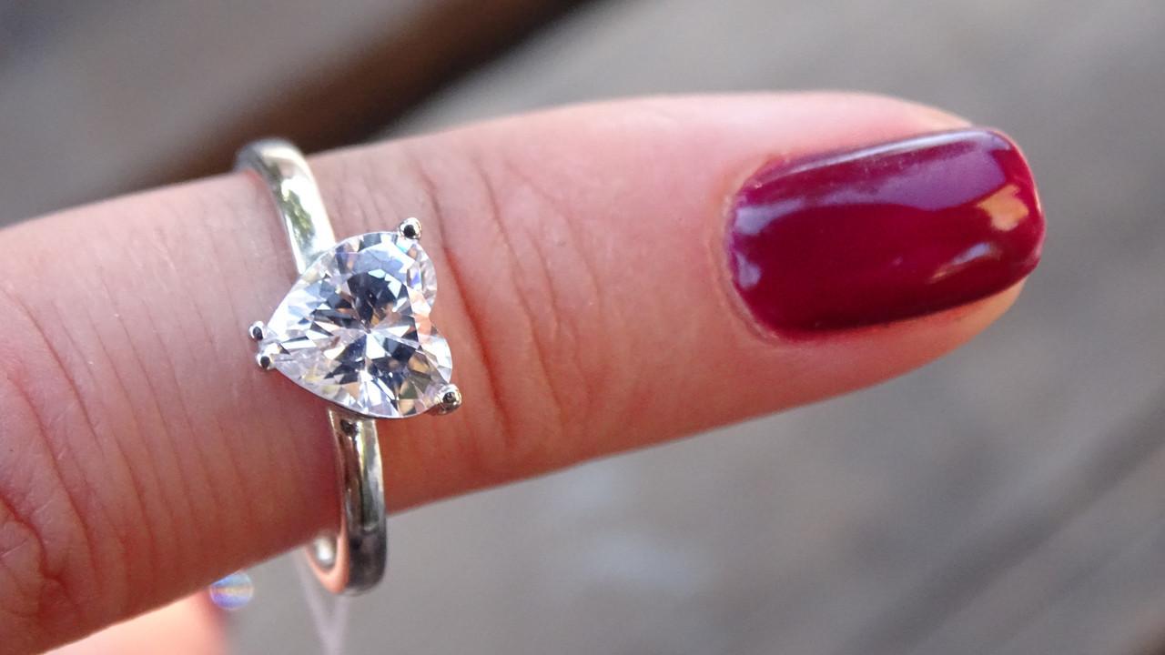 Cеребряное кольцо с cердцем из фианита