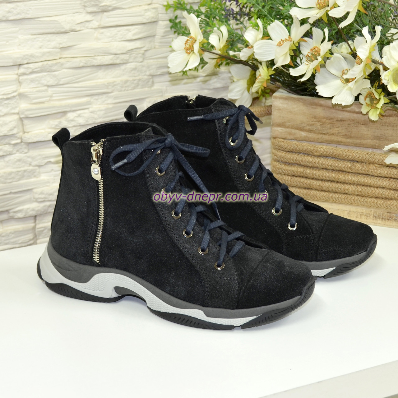 Женские ботинки на шнурках, натуральная замша с лазерным напылением