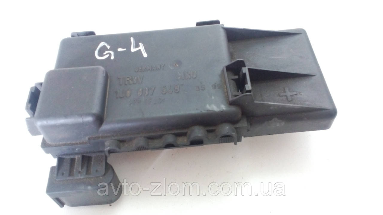 Блок предохранителей Volkswagen Golf 4,Гольф 4. 1J0937549.