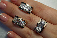 Комплект серебряных украшений - серьги и кольцо с крупным камнем фианита