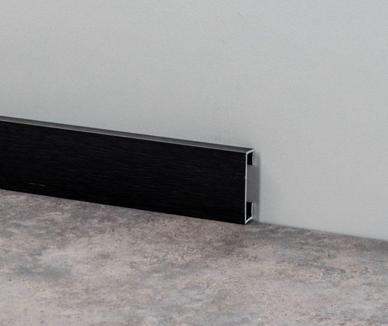 Металлический черный плинтус из алюминия H-60мм Profilpas Design 89/6 Карбон, брашированный
