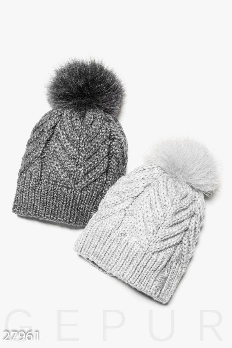 Однотонная зимняя шапка