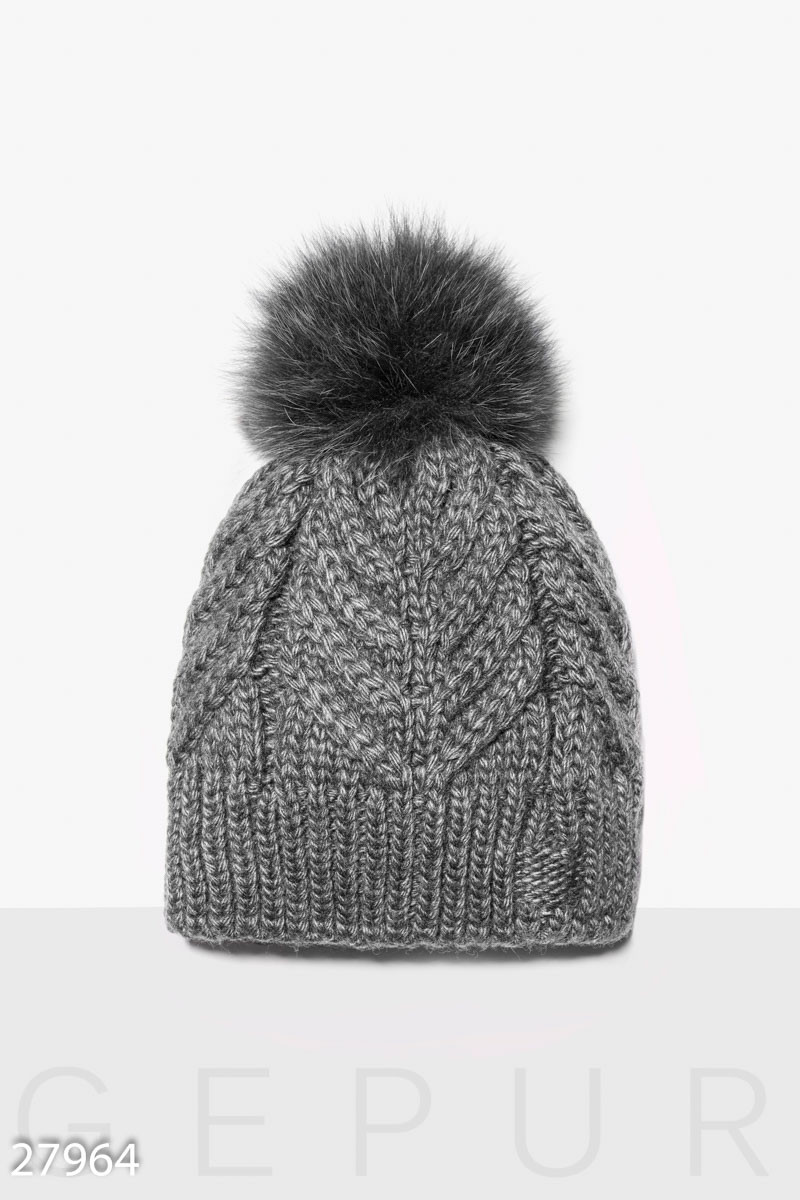 Зимняя шапка с помпоном