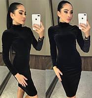 Облекающее велюровое платье с длинным рукавом