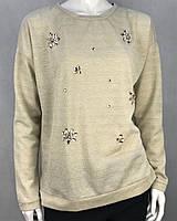 374d48fc0f9 Джемпер женский бежевый свободного кроя декорирован камушками в виде  цветочка