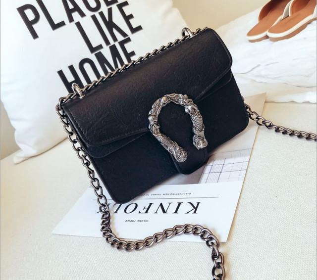 Женская сумка c брошкой в стиле Gucci