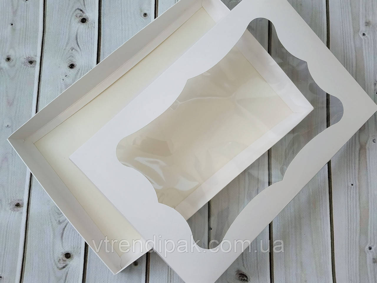 Коробка для пряника 200*300*30 мелований картон, кришка-дно з вікном (плівка ПВХ)
