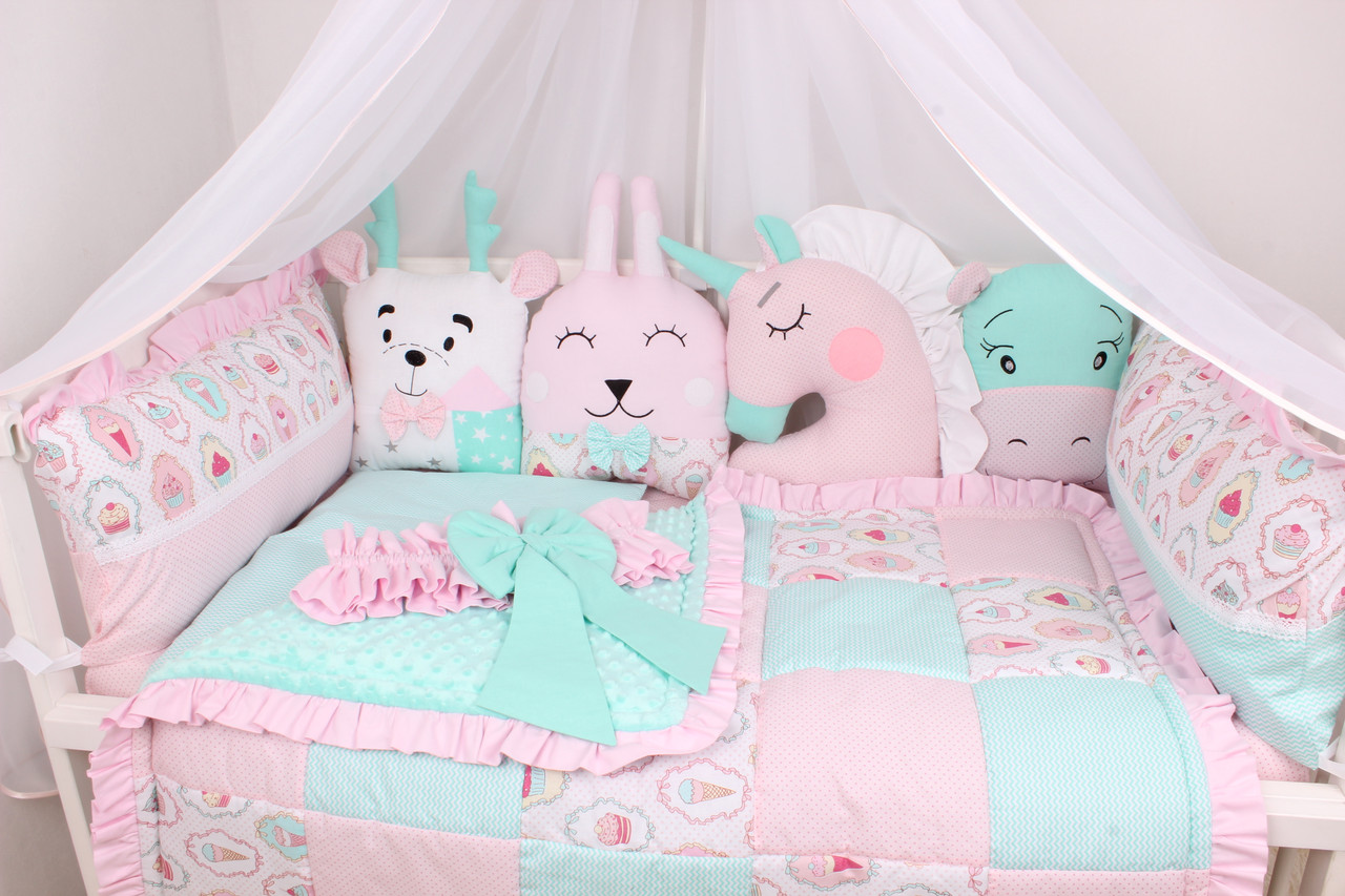 Комплект в кроватку с подушками игрушками