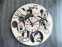 Часы на стену в детскую комнату 7Arts Веселый Микки Маус CL-0153