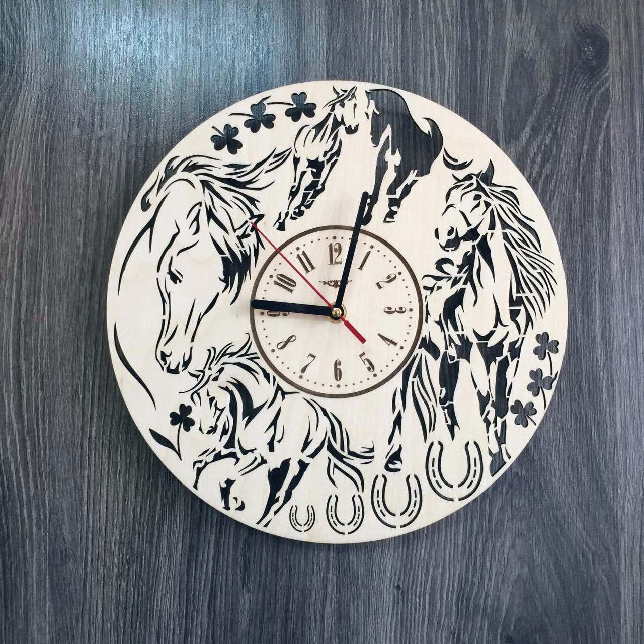 Универсальные часы настенные из натурального дерева Лошади CL-0227