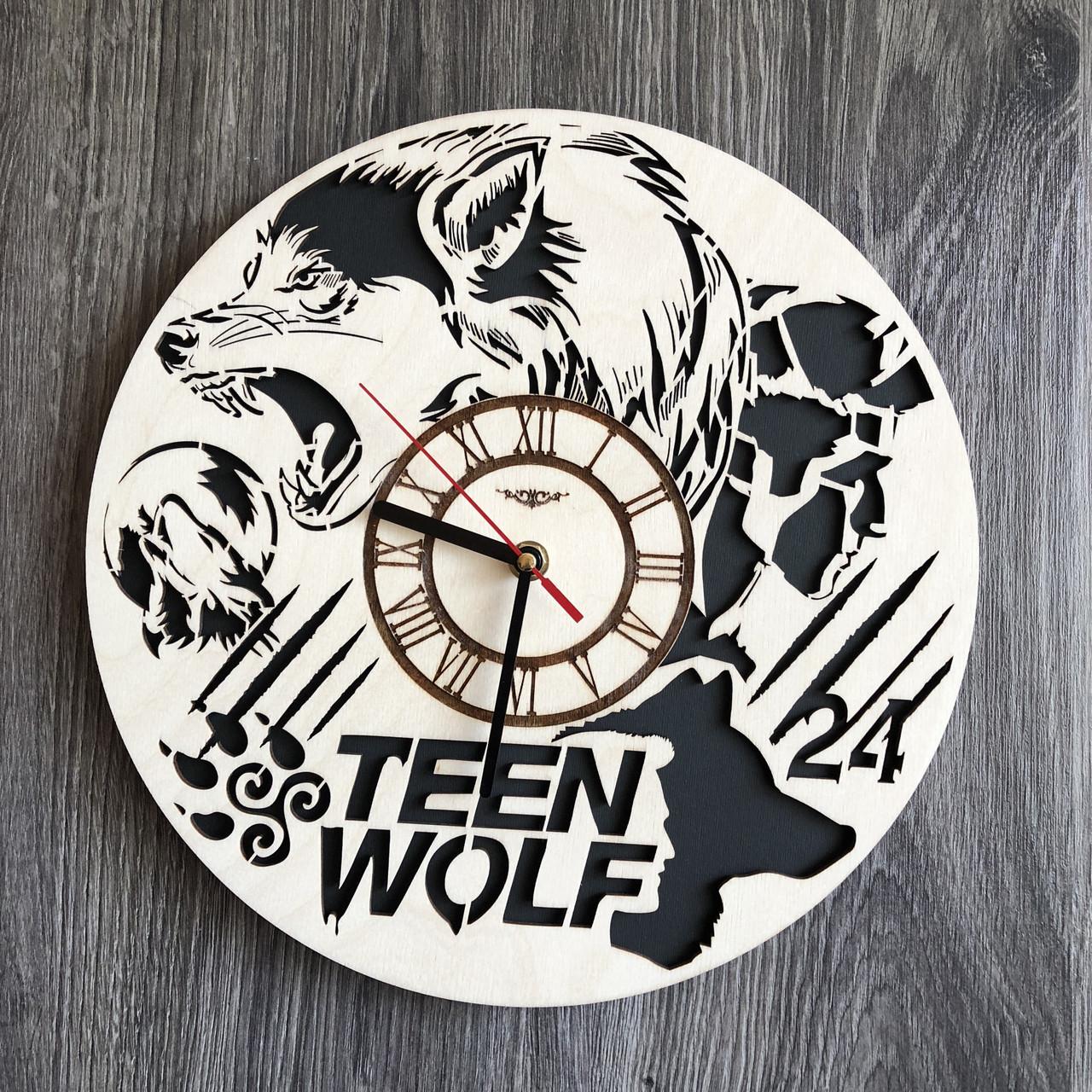 Круглые бесшумные настенные часы из дерева Волчонок CL-0259