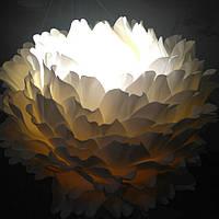 Пион-светильник белый на стойке. Большие ростовые цветы из изолона.