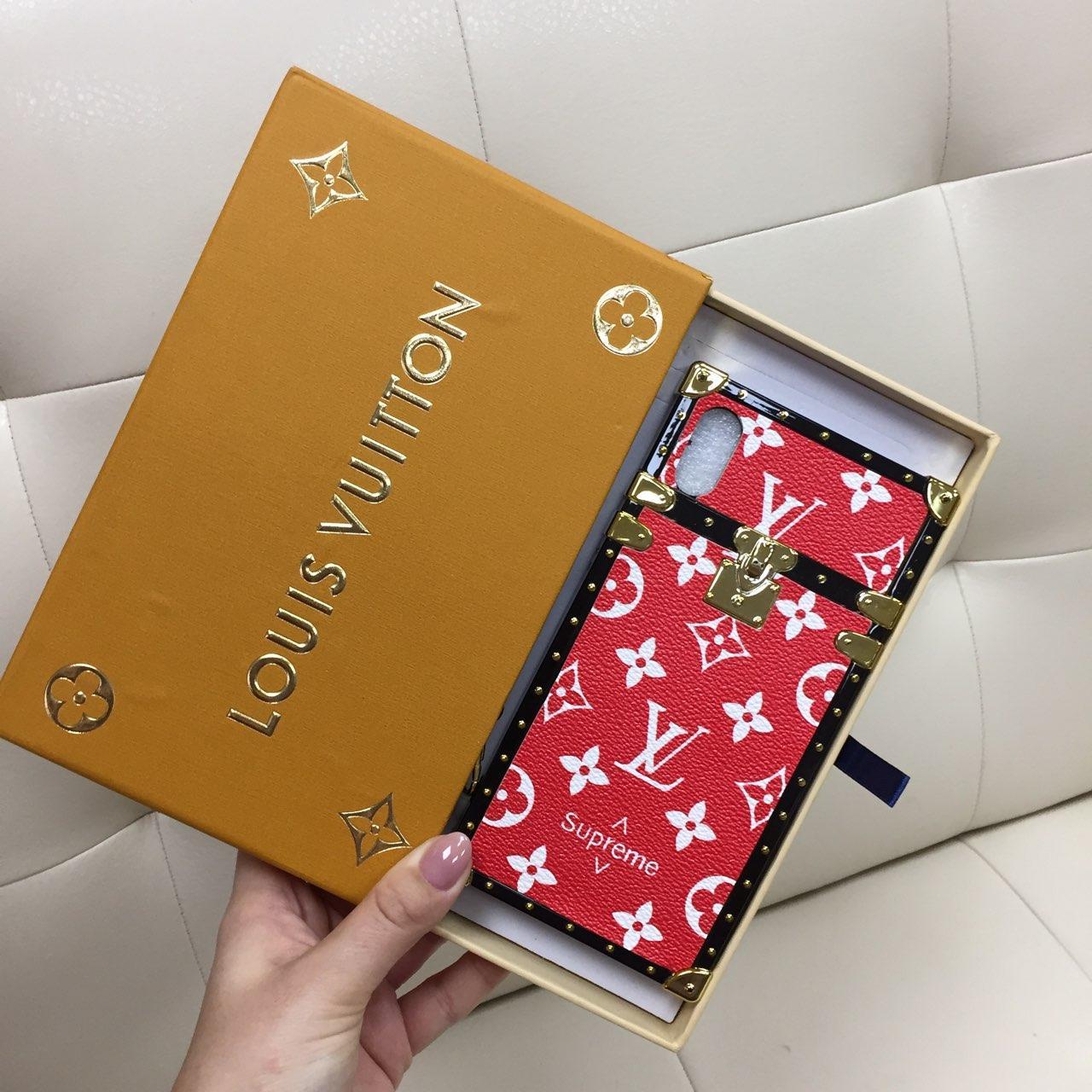 Чехол для iPhone XR Louis Vuitton бампер силикон кожа светло красная классика Suprime