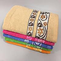 Махровое банное полотенце с цветочным рисунком