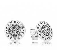Серьги-пусеты из серебра с логотипом Pandora