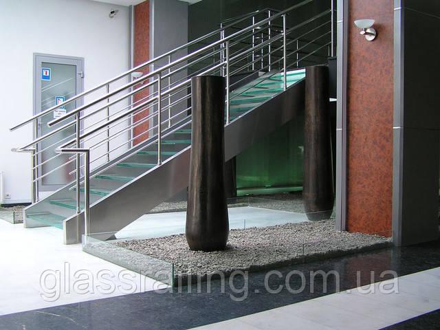 Лестница со стеклянными ступенями