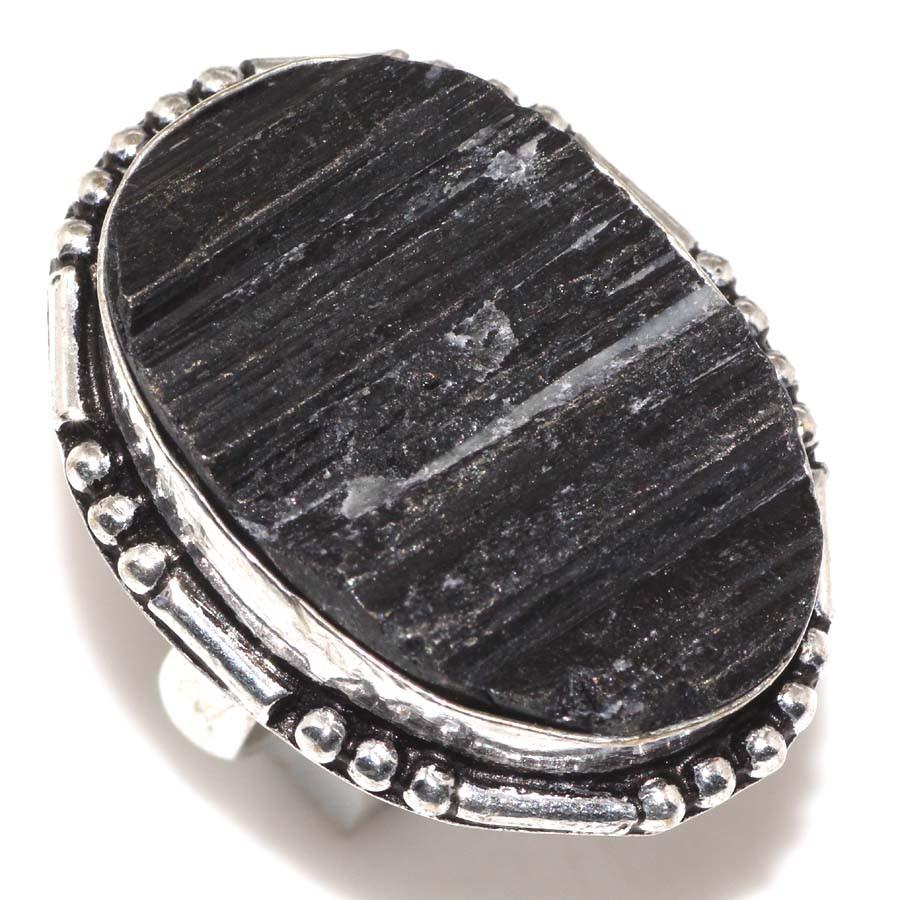 Кольцо черный турмалин шерл. Кольцо с черным турмалином в серебре размер 17,5-18 Индия