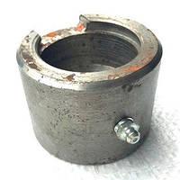 Упор гидроцилиндра кузова 2ПТС 4 тракторного прицепа под стопорное кольцо
