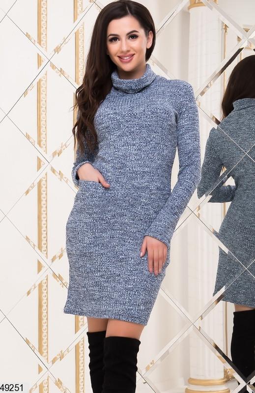 Теплое платье по фигуре миди длинный рукав накладные карманы голубое