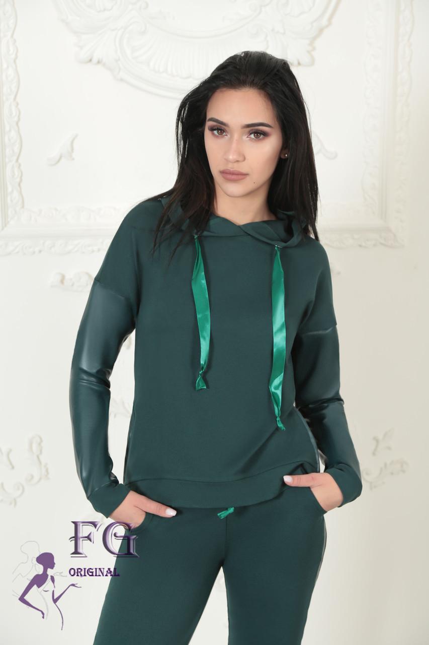 """Модный женский костюм """"Mystery"""" с кожаными вставками: толстовка с капюшоном и штаны на манжетах зеленый"""
