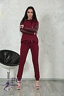 """Модный женский костюм """"Mystery"""" с кожаными вставками: толстовка с капюшоном и штаны на манжетах бордовый"""