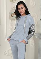 """Модный женский костюм """"Mystery"""" с кожаными вставками: толстовка с капюшоном и штаны на манжетах серый"""