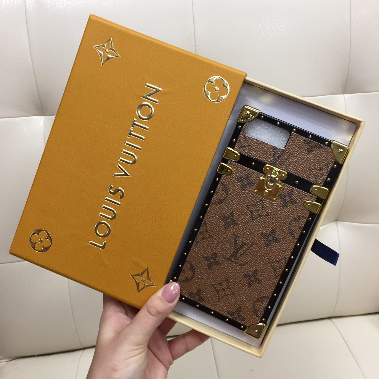 Чехол для iPhone 8 Plus (8+) Louis Vuitton бампер силикон кожа светло коричневая классика