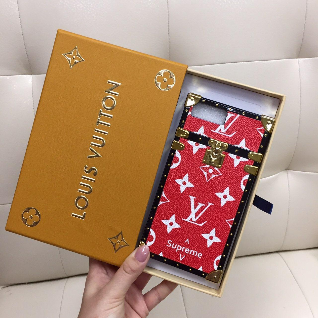 Чехол для iPhone 8 Plus (8+) Louis Vuitton бампер силикон кожа красная классика