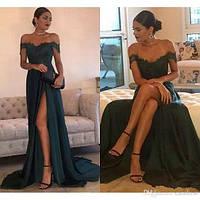 Атласное вечернее платье с разрезом и спущеными плечами. Красивые вечерние  платья 17b92a1a37652