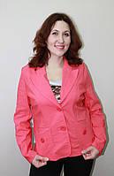Красивый яркий женский пиджак
