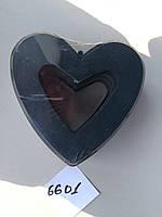 Открытое сердце на пластиковом поддоне