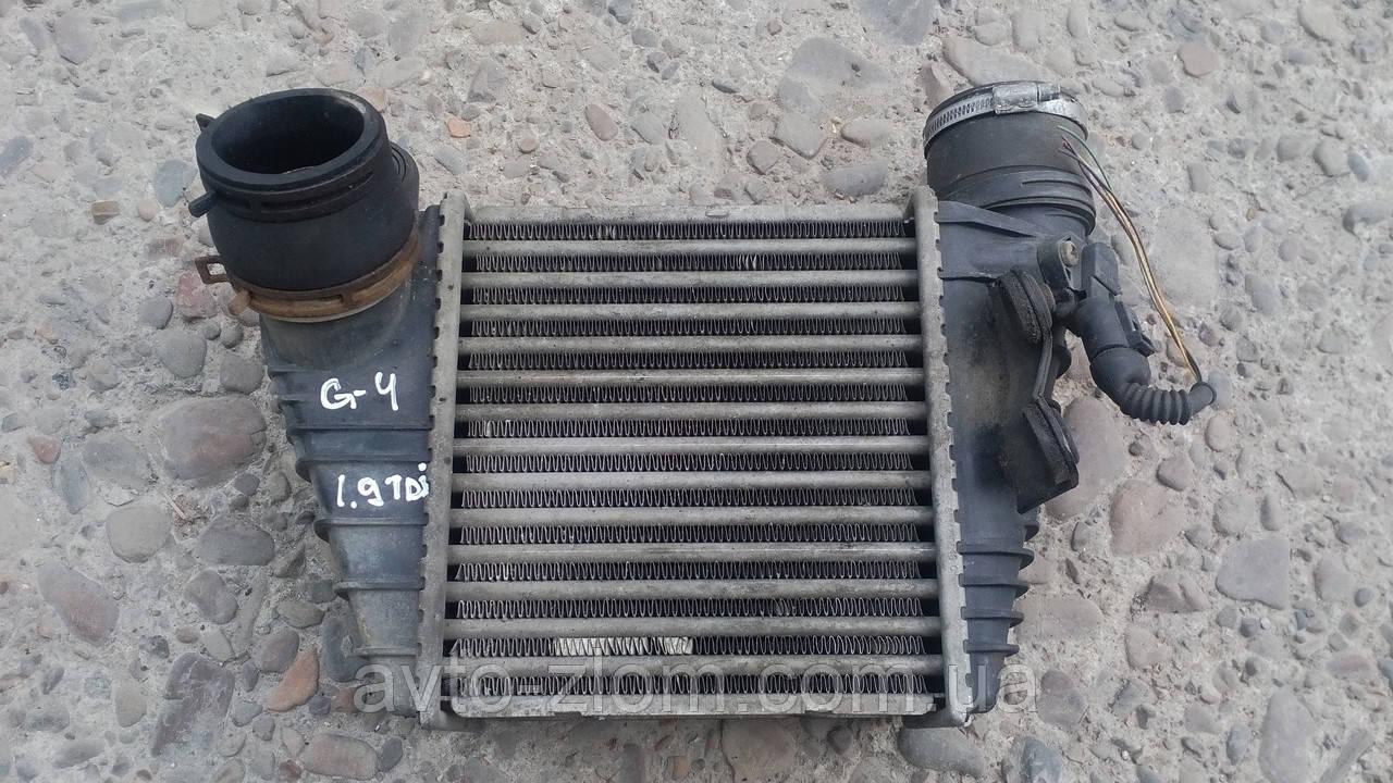 Радиатор интеркуллера Volkswagen Golf 4, Skoda Octavia 1.9 TDI. 1J0145803.