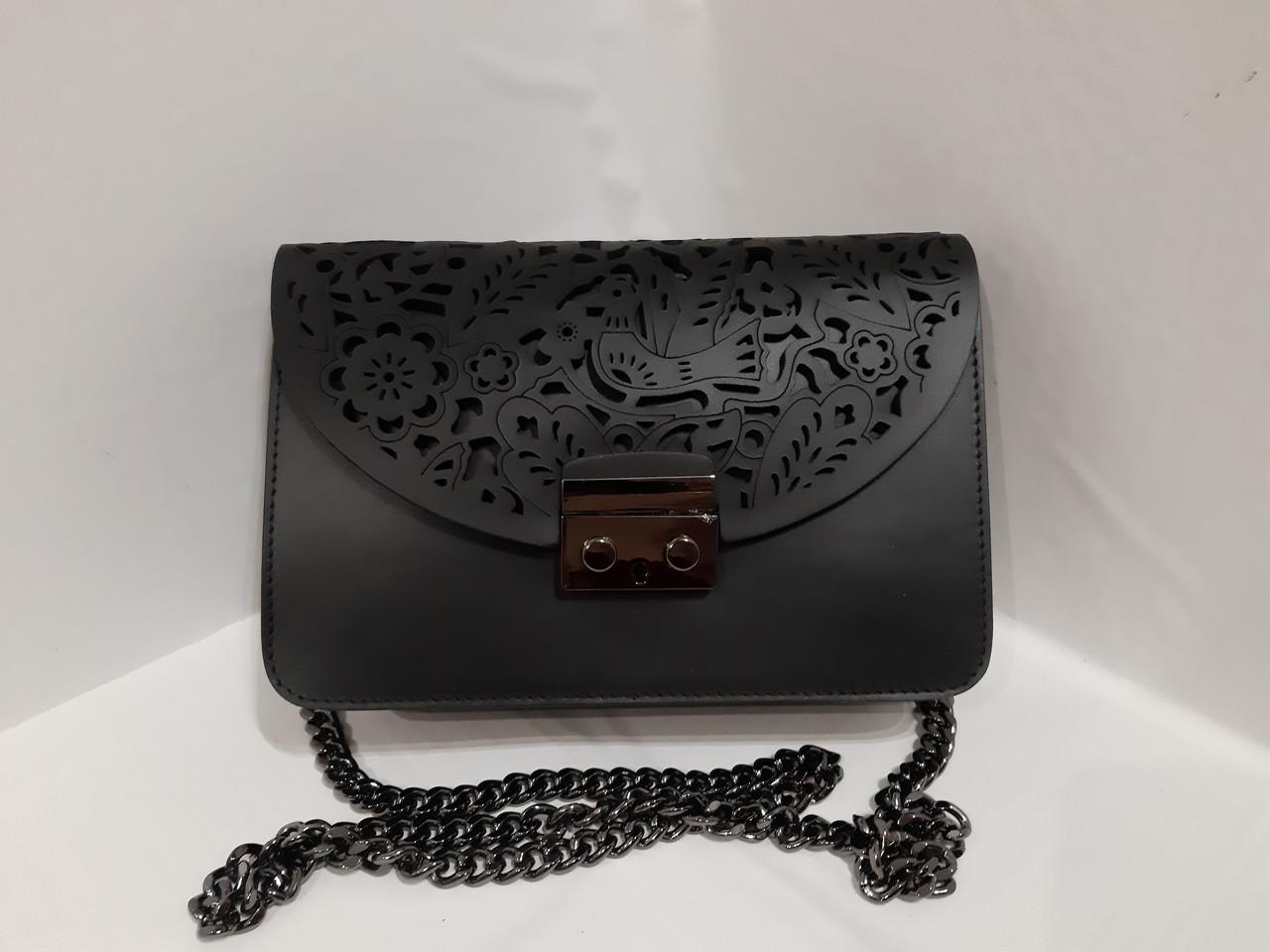 b8ca82148931 Женская кожанная сумочка из натуральной кожи крышка перфорация сумка на  цепочке