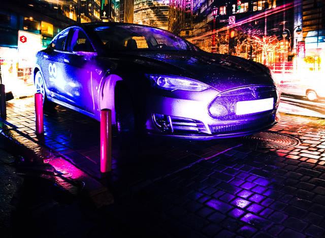 Автомобиль Tesla 25