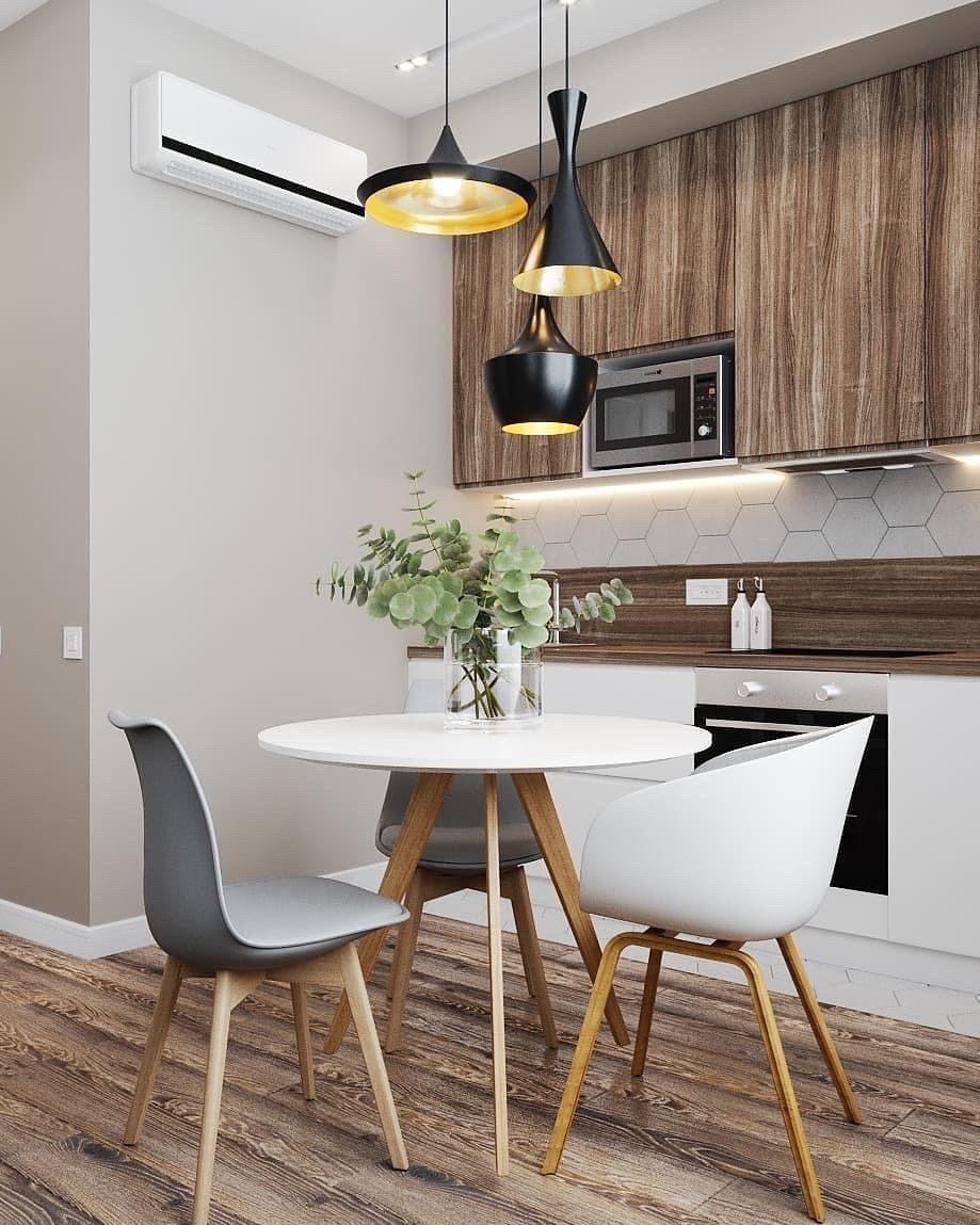Белая кухня с элементами дерева и реек в дизайне кухни