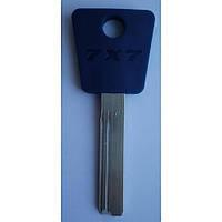 Оригинал (077) Mul-T-Lock 76  Заготовка ключа Mul-T-Lock вертикальной нарезки с пластиковой ручкой.