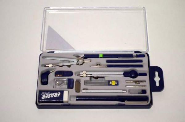 Готовальня на 15 предметов в пластиковой коробке А914