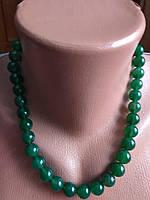 Красивые зеленые бусы из натурального камня, нефрит.