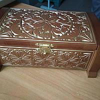 Дерев'яна шкатулка з візерунком - подарунок жінці (235х155х95)