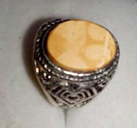Кольцо с натуральным янтарем вес 6г размер 18,5