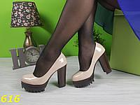 Бежевые туфли трактора лаковые, фото 1