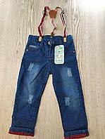 Джинсы для мальчика на 1-4 лет синего цвета на подтяжках оптом