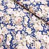 Сатин з квітами чайна троянда на синьому, ширина 160 см