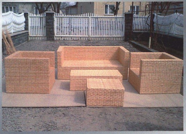 Плетеный набор мебели сделан из отборной лозы экологично очищеной