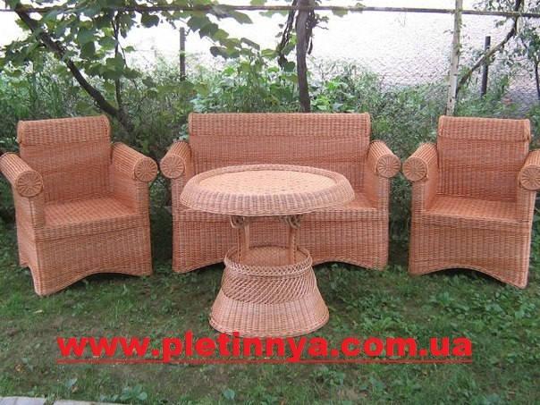 Плетеный набор мебели из двумя креслами,диваном и столом