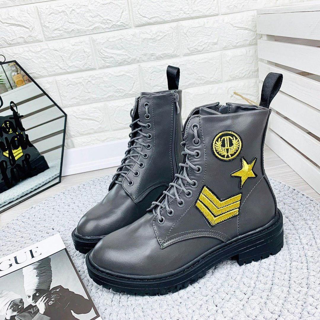 Крутые женские ботинки с нашивками. Польша.
