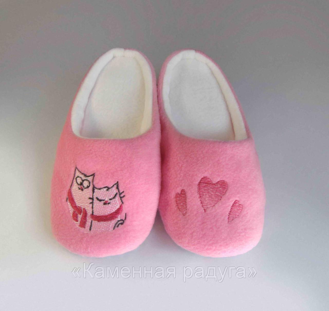 """Тапочки-шлёпки с вышивкой """"Влюблённые коты"""" (розовые)"""