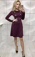 Красивое облегающее платье со слегка рассклешенной юбкой и декорированное пуговицами бордовое 42-44 44-46 , фото 1